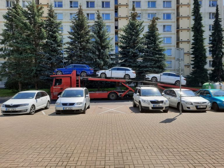 truck-with-loaded-new-cars